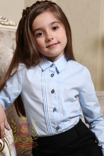 Блуза с вертикальными защипами голубая