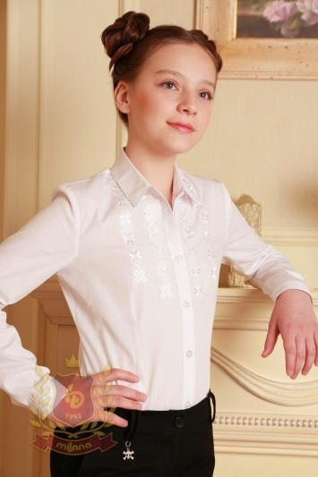 Блуза с вышивкой белая