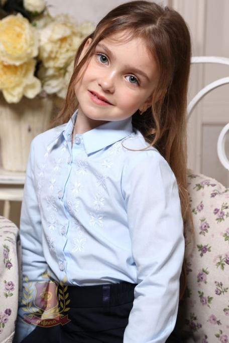 Блуза с вышивкой голубая