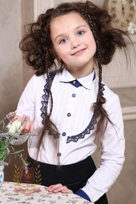 Блуза с защипами и кружевом белая