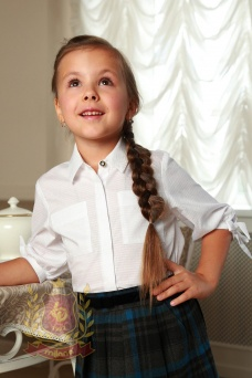 Блузка белая с бантиками на рукавах