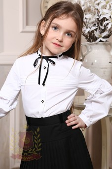 Блуза с горизонтальными защипами и бархатным бантиком